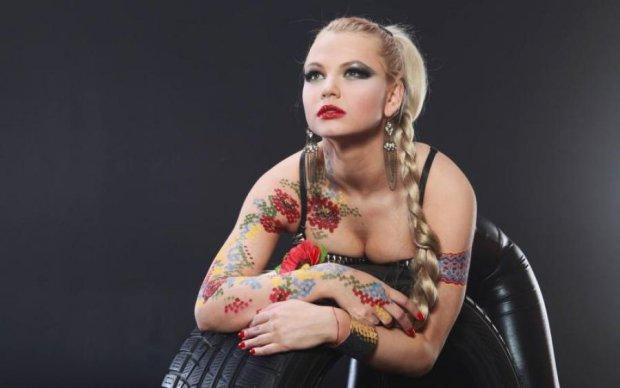 Украинская певица променяла сцену на фронт