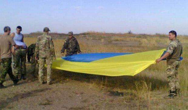 """""""Крилаті піхотинці"""" встановили найбільший в Лисичанську прапор України"""