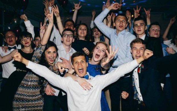 Випускний 2018: шкільне здирництво в Україні показали на прикладі однієї родини