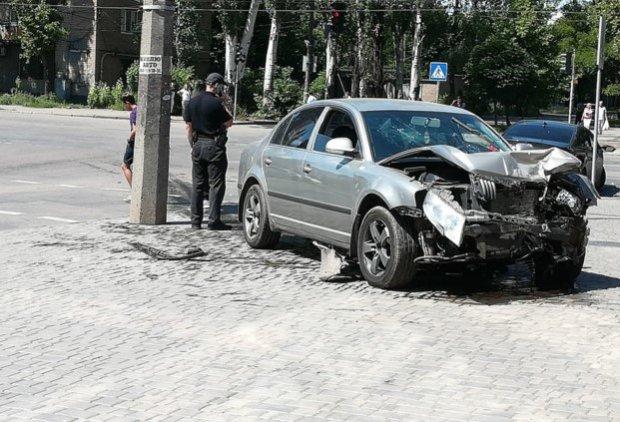 Під Дніпром Hyundai і Skoda зіткнулися лоб в лоб: машини і люди - вщент, моторошні кадри