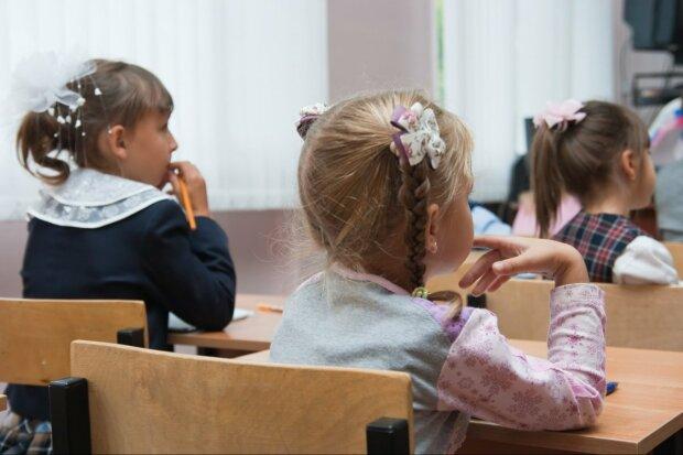 Сотни украинских школ закрылись: родители бьют тревогу, что будет с учениками