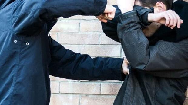 "Чьи детки? В Киеве банда малолеток нападает на прохожих, - ""избили и оплевали дедушку"""