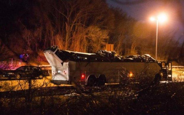 Переповнений автобус влетів в естакаду, постраждали діти