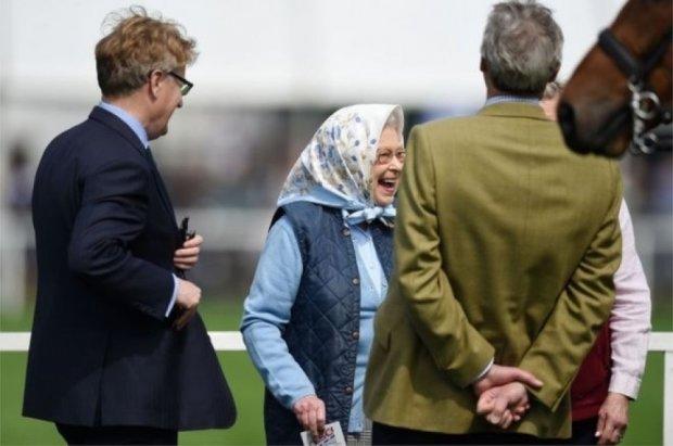 Британська королева виграла купон супермаркету на 72 долара