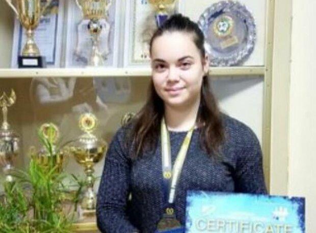 Школьница из Киевщины стала чемпионом Европы по пауэрлифтингу, фото: социальная сеть ФБ