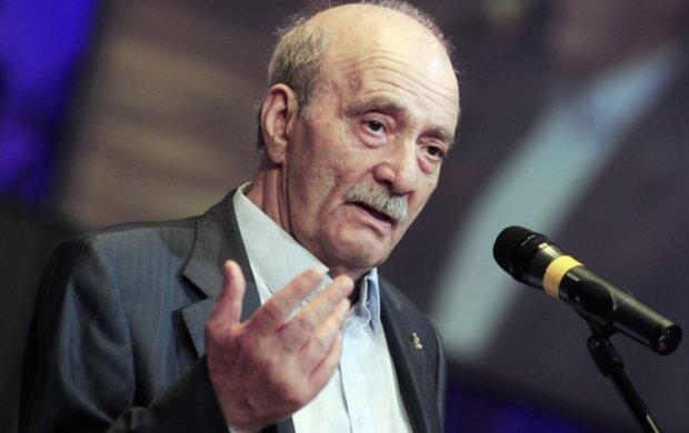 Легендарного советского режиссера ввели в кому: врачи делают все возможное