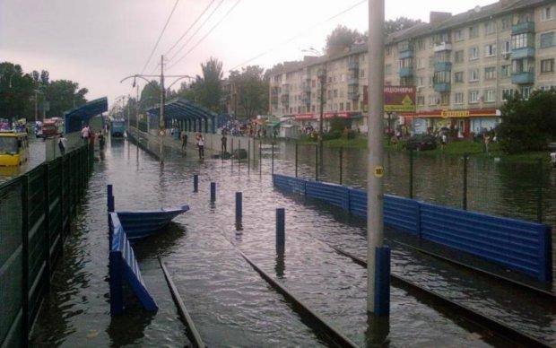 Вся гадость плавает: ливень превратил киевские улицы в озера