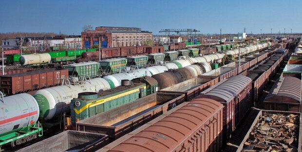 Вантажні вагони, фото з вільних джерел