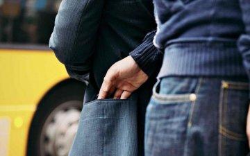 Кишеньковий злодій у маршрутці вкрав у прикарпатки телефон