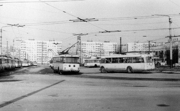 «Киевлянка» № 163 и троллейбусы «Skoda 9Tr» y троллейбусном депо Львова. Фото: Ааре Оландер