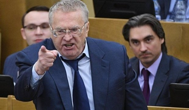 Жириновский пообещал расстрелы в Госдуме и ушел за оружием