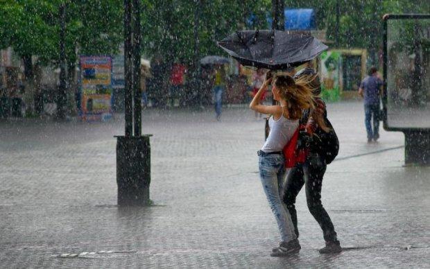 Погода на 19 июля: синоптик посоветовала не выходить без зонта и темных очков