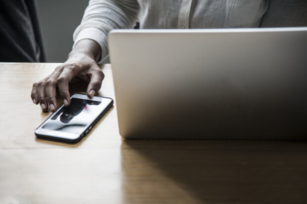работа за ноутбуком, фото: Pxhere