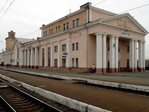 В Киевской области исчезла 14-летняя девушка: не выходит на связь, последний раз ее видели на вокзале