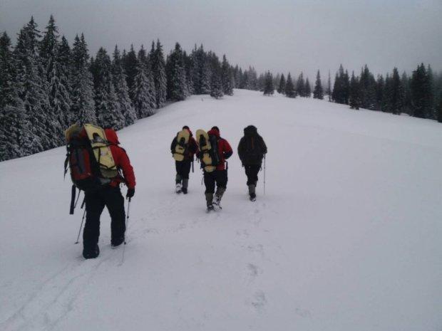 Спасение лыжника в Карпатах: обмороженного мужчину отправили в реанимацию, выжил чудом
