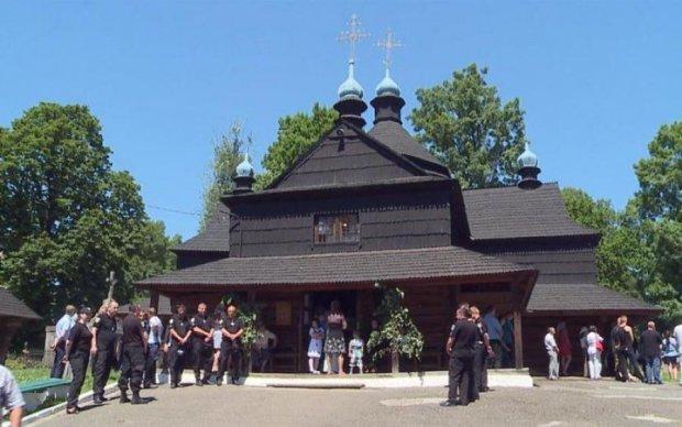Греко-католики надавали православным, капеллан бил кулаками