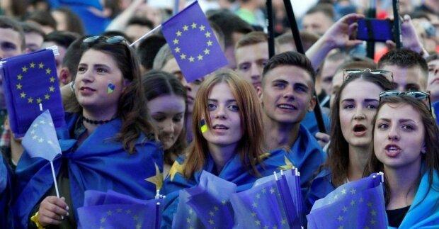 """Россия, Канада, Польша и другие - украинцы назвали """"дружественные и враждебные"""" государства"""
