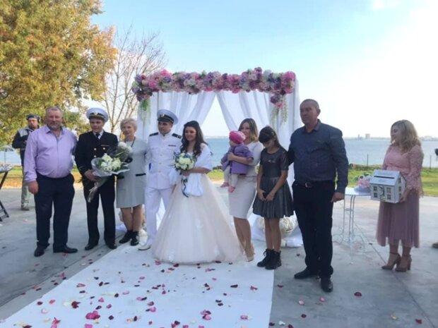Звільнений з лап Путіна моряк зіграв весілля: Зеленський так і не прийшов, фото святкування