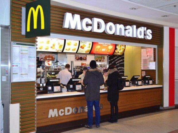 """""""МакСупругам"""" здесь не место: новый директор McDonald's устроит """"пытки"""" в заведении"""