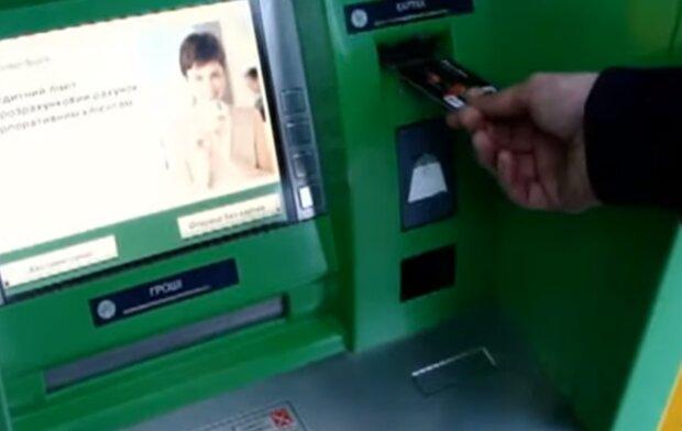 Банкомат ПриватБанку, скріншот з відео
