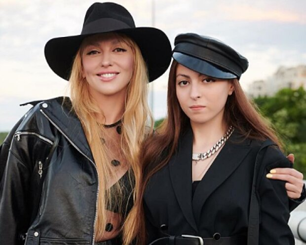 Оля і Маша Полякови, фото з Instagram