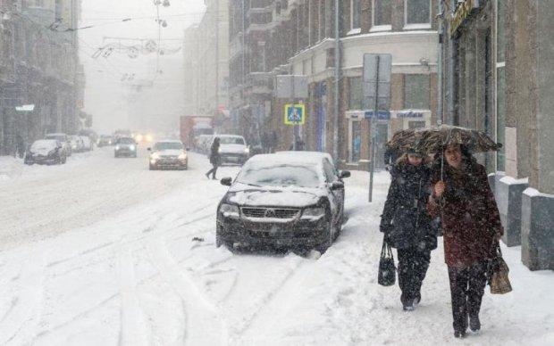 Аномальный желтый снег напугал россиян: фото