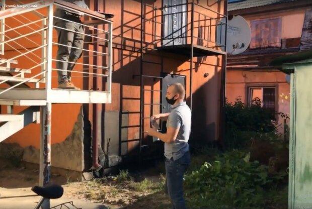 Відомому прикарпатському журналісту намагалися спалити магазин, скріншот з відео