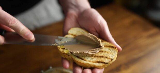 Як приготувати паштет з шкварок, фото: скріншот з відео