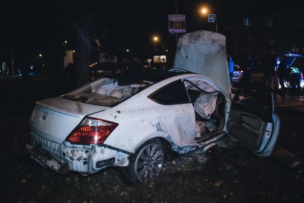 У Києві чотири машини перетворилися на бляшанки: автомісиво на проспекті
