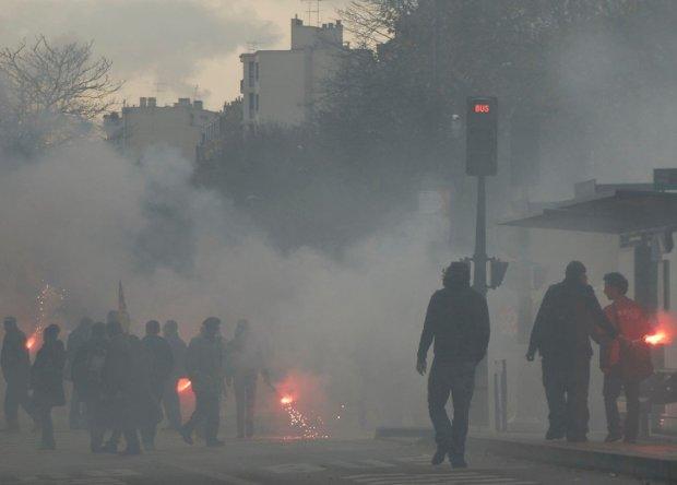 У входа в посольство прозвучали выстрелы: полиция оцепила район, людей просят не высовываться