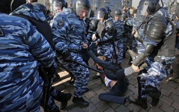 Бухгалтер РПЦ, инженер, студенты и школьники: кого паковали в автозаки в Москве
