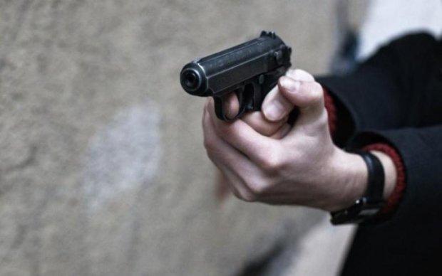 П'яний депутат зняв стрес стріляниною по людях