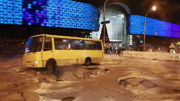 Аварія з тепломережами в Києві, фото: Інформатор