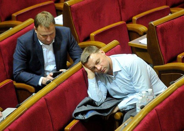 Народні паразити України: список депутатів, які прогуляли усі засідання Ради