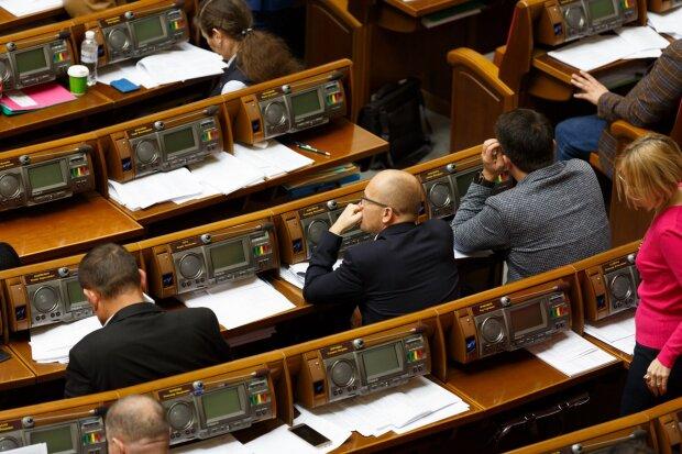 100 дней работы в Верховной Раде: сколько депутатов оказались лентяями