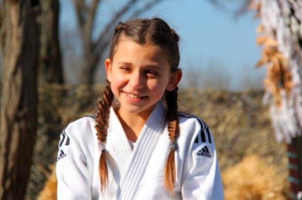 """10-летняя украинка отправила мировых силачей в нокаут, никто не повторит: """"2800 раз за 2 часа"""""""