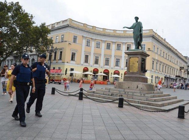 """Одессу потрясло двойное убийство, жили по соседству с трупами: """"подсказал"""" запах"""