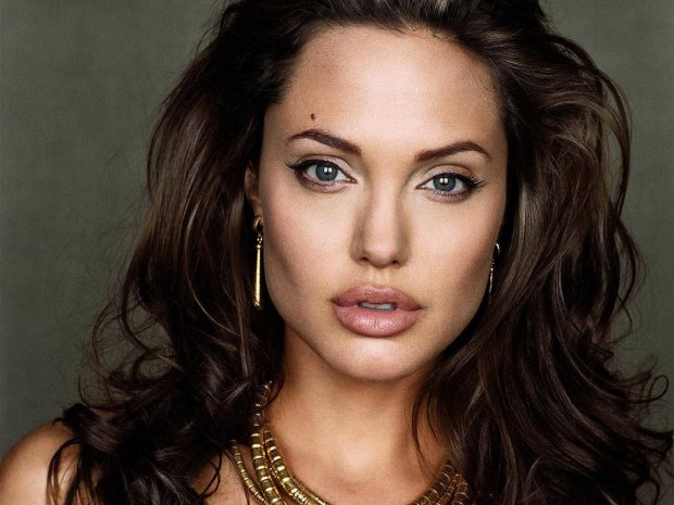 Без білизни! Анджеліна Джолі змусила перехожих обертатися