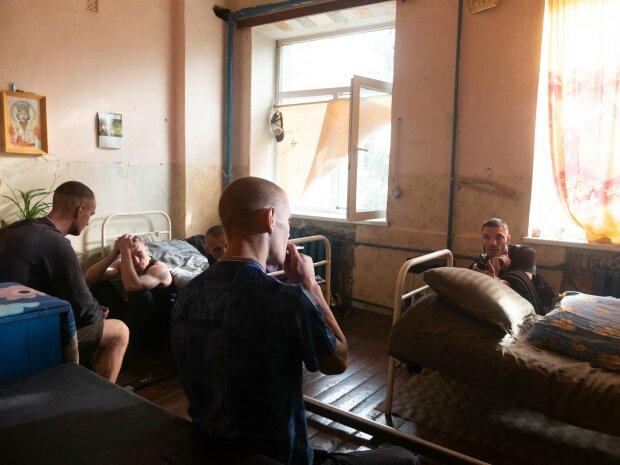 У головних ролях - в'язні: легендарні Slenderbodies зняли кліп в колонії під Києвом