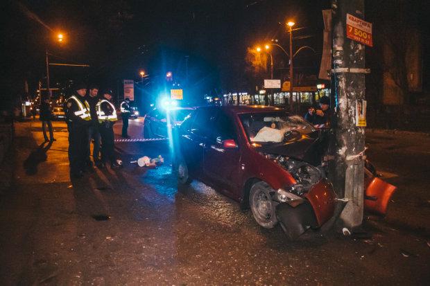В Киеве Skoda и Daewoo попали в смертельное ДТП, пострадал ребенок: первые кадры