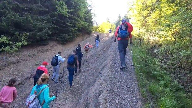 Говерла чуть не поглотила группу туристов с Закарпатья — вода заливала глаза, спасатели чудом успели