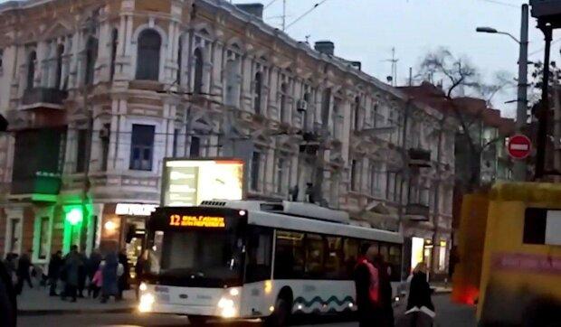 У Дніпрі водій тролейбуса відключився за кермом, пасажири обімліли