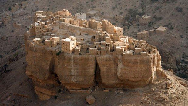 Аль-Джазил: тайна древней деревни, стоящей на огромном монолите