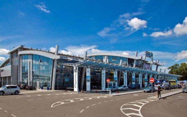 У київському аеропорті встановили автомати майбутнього