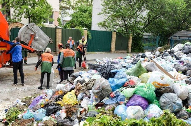 """Львів'яни оторопіли через скажені податки на сміття: """"Садового - у космос"""""""