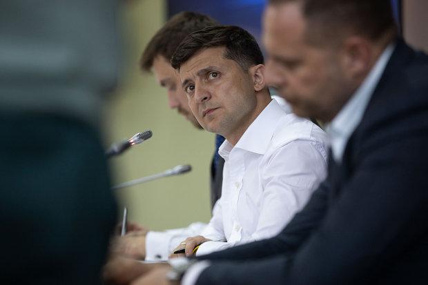 Зеленський відправив у відставку людину Порошенка: занадто багато знає