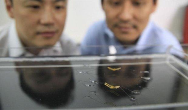 Ученые научили робота-водомерку прыгать по воде (видео)