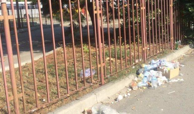 Новий порядок: Сімферополь зустрічає горами сміття (фото)