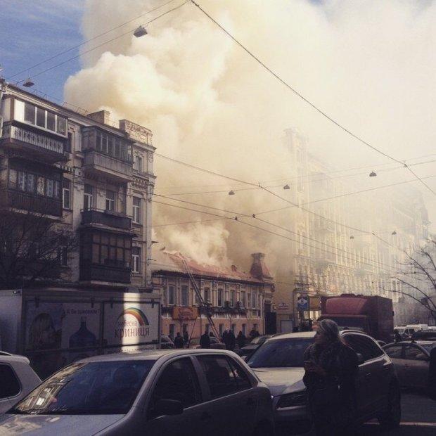 В Киеве на пожаре погибло двое спасателей