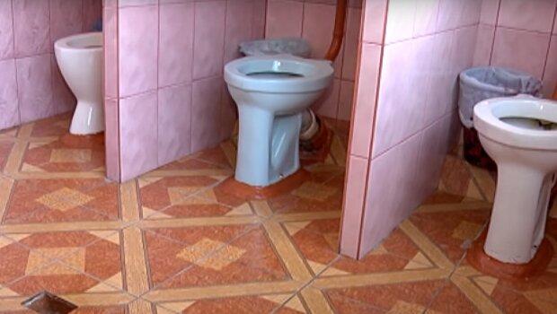 Шкільний туалет, скріншот: Youtube